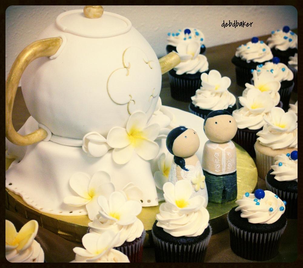 Teapot Cake and Cupcake