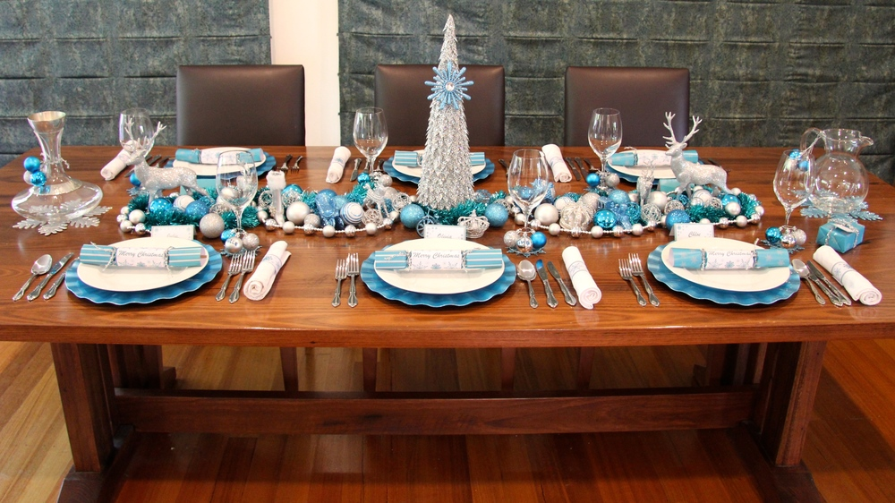 Christmas Table - Chic Blue and Silver