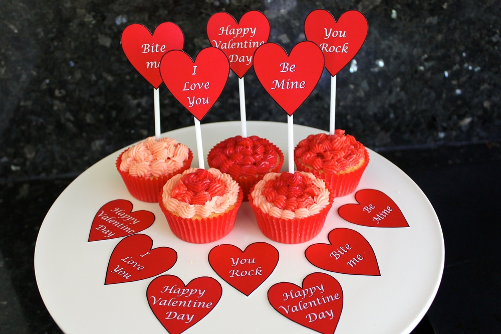 Valentine Day Cup Cakes with Free Printable Hearts
