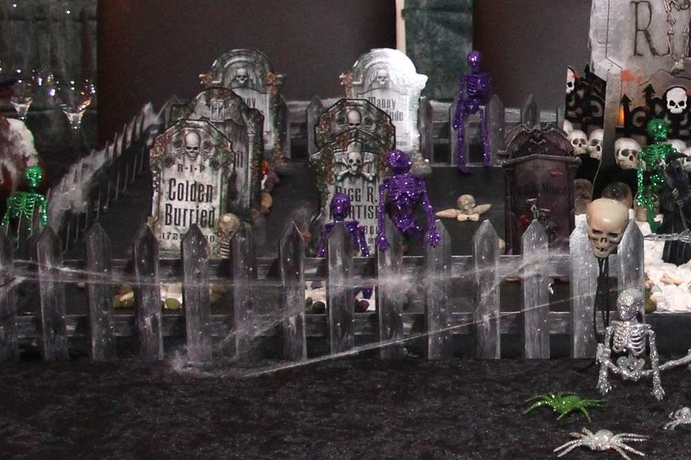 Halloween Graveyard - Glitter Skelletons