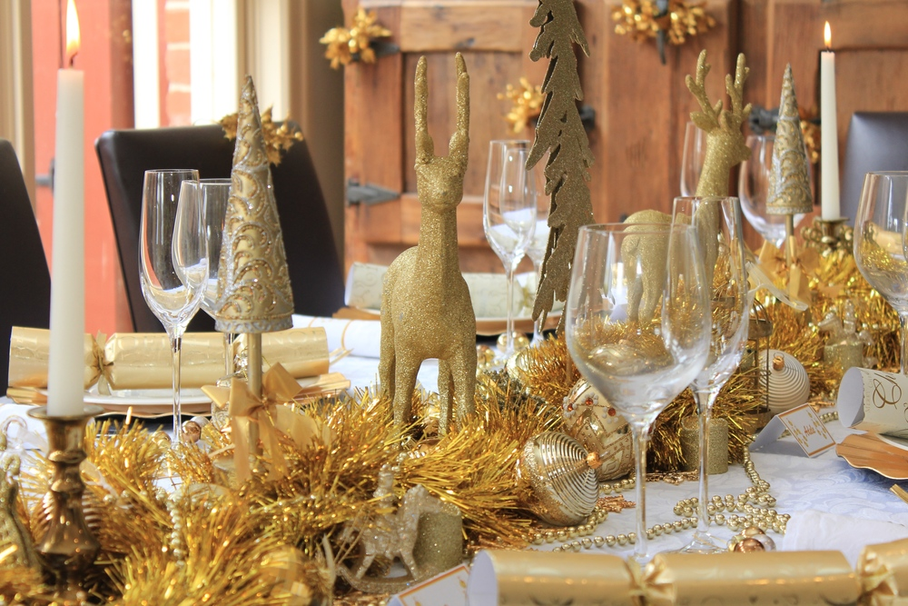 Christmas table - Gold and White design