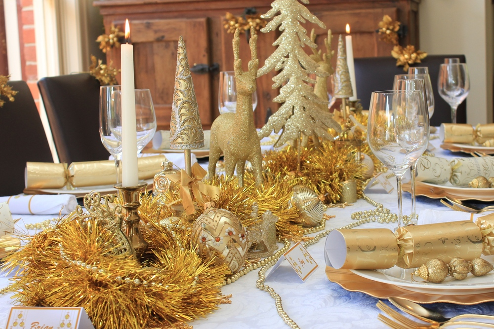 Traditional Christmas Party Ideas Part - 36: Christmas Table Gold And White Design