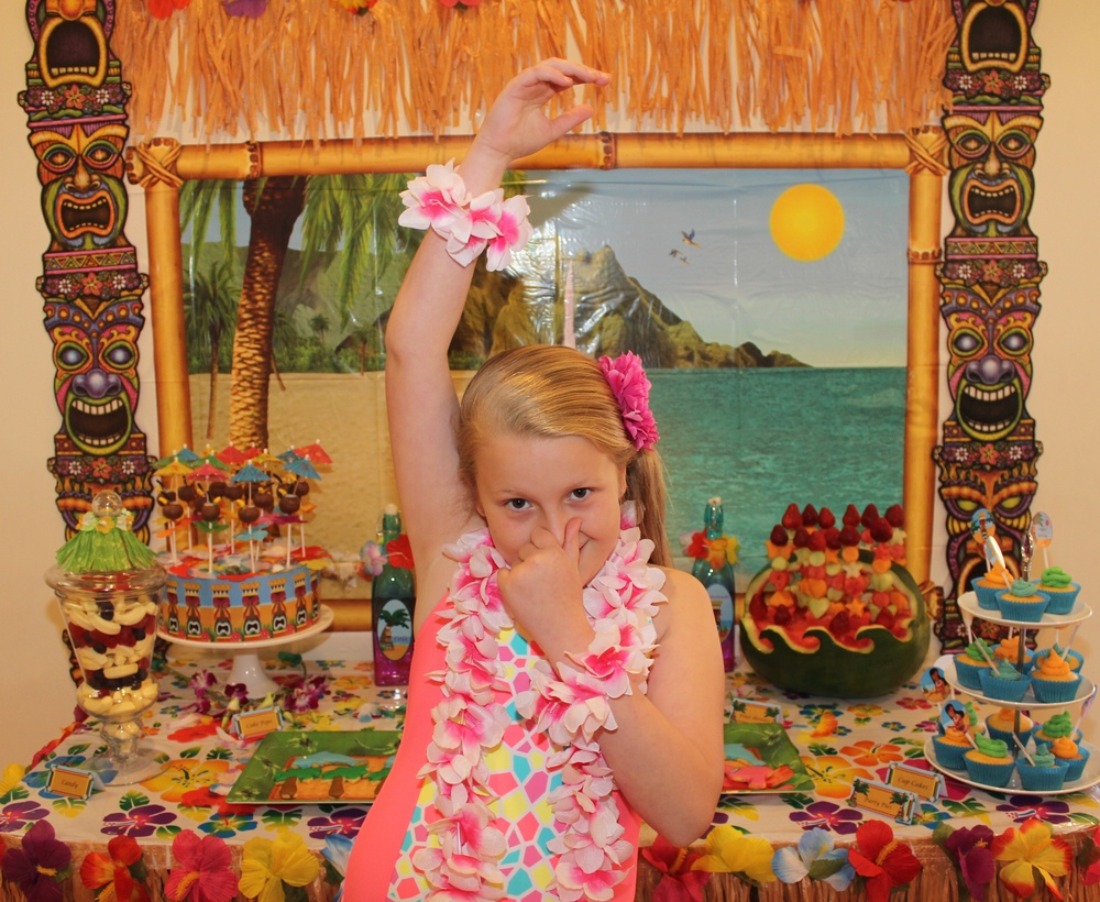 Chloe's 9th Hawaiian Luau party
