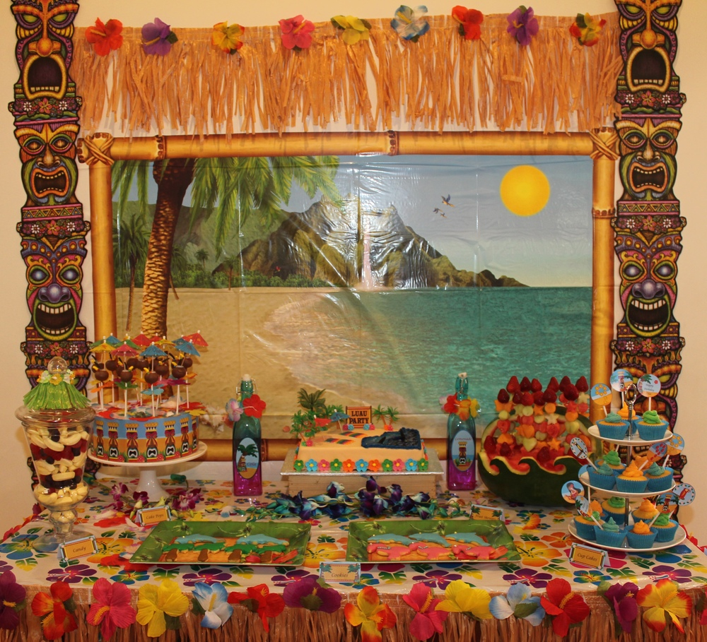 Hawaiian Luau Party with Desert Table and Games — Chic ...