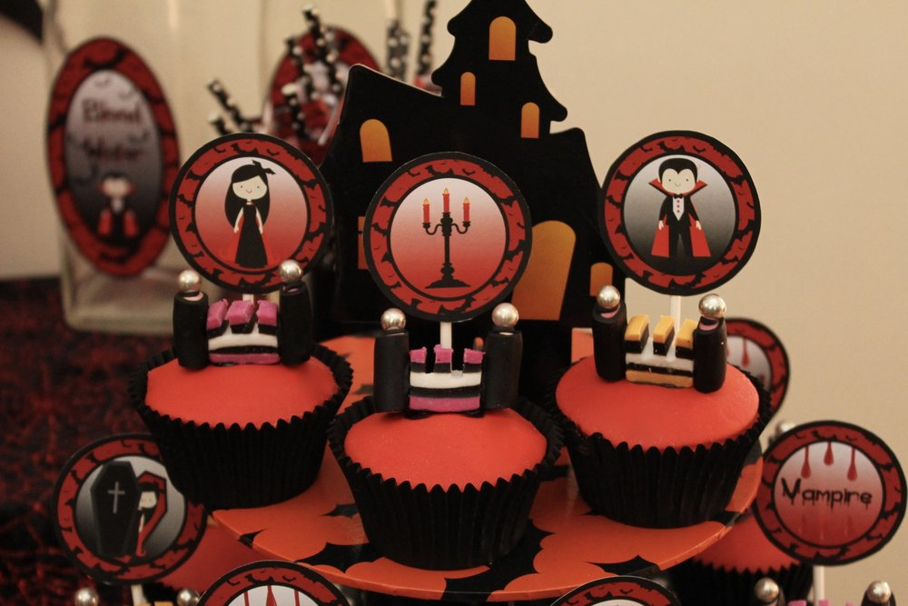 Halloween Vampire Castle Cup Cakes