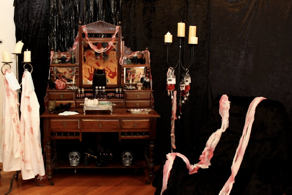 Halloween Vampire Game - The Blood Donation Room