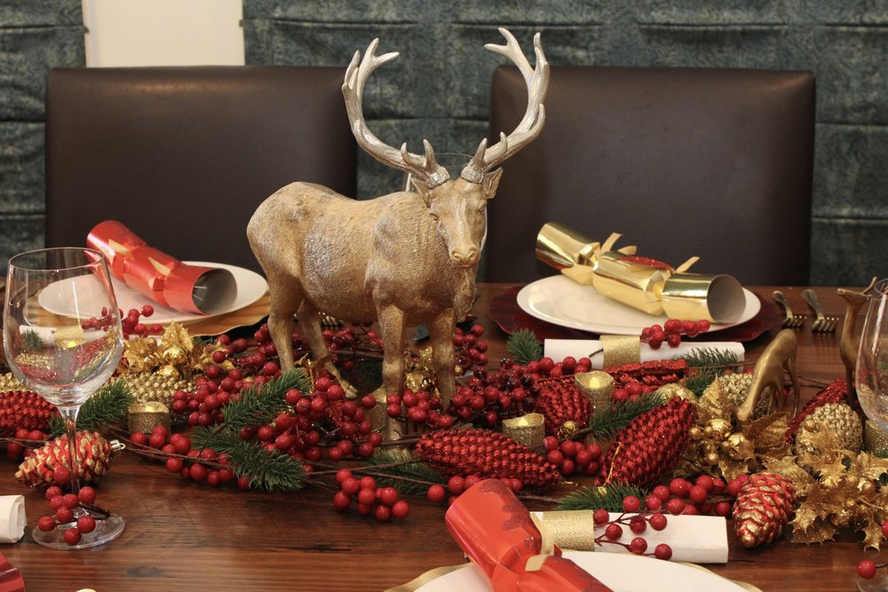 christmas table rustic red and gold