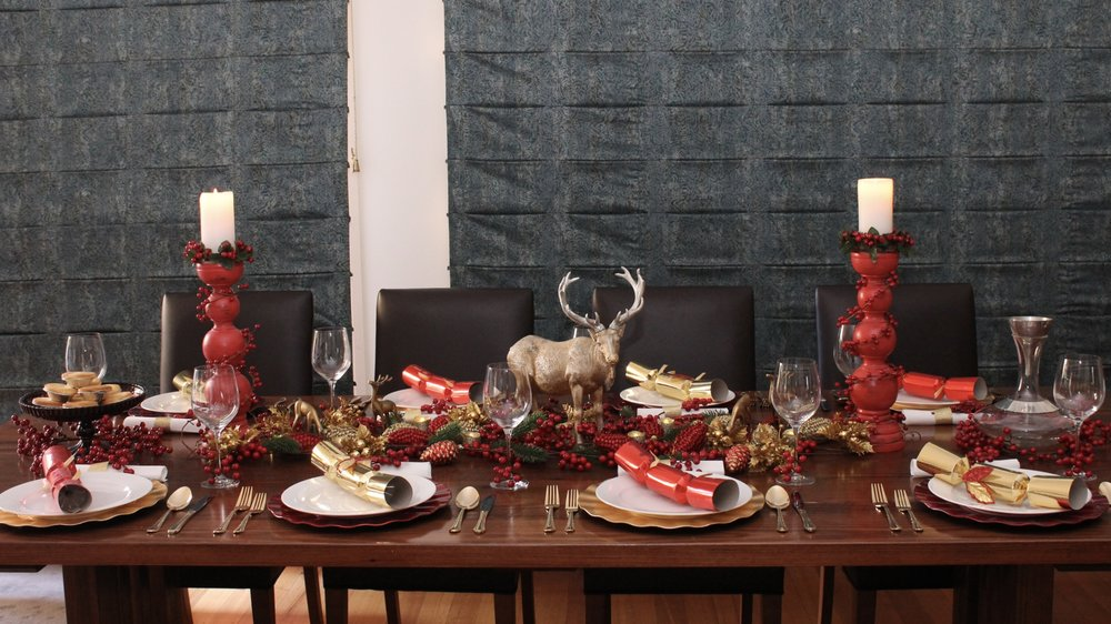 Christmas Table Setting Red and Gold Rustic Design