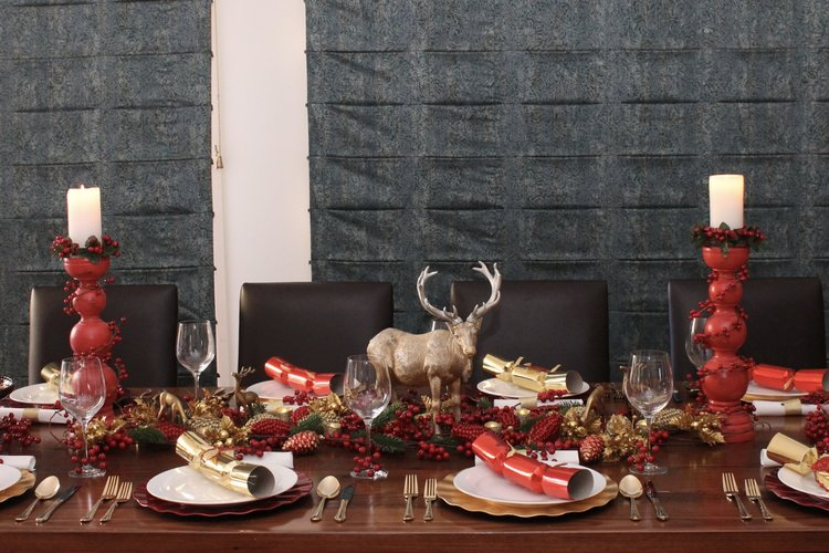 Christmas Table Setting Red and Gold - Christmas Decorations — Chic ...