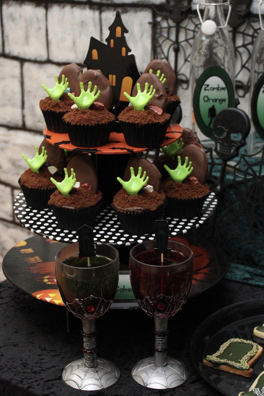 zombie graveyard cupcakes