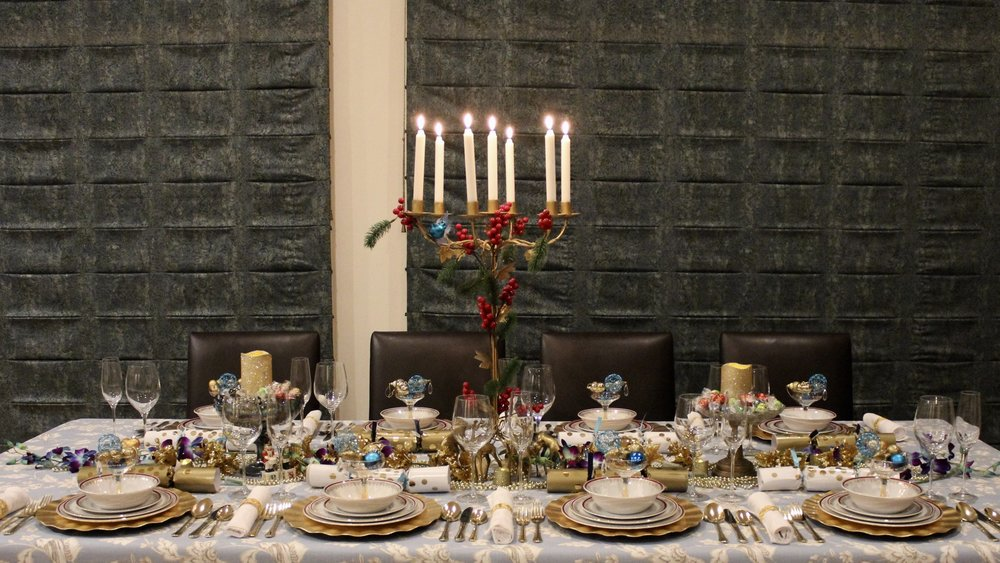 Blue and Gold Christmas table decorating ideas