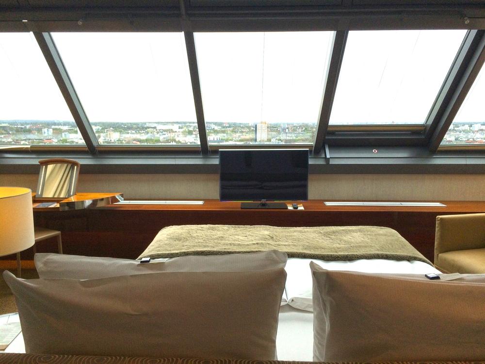 Blick aus dem Bett von einem der Turm Suiten.