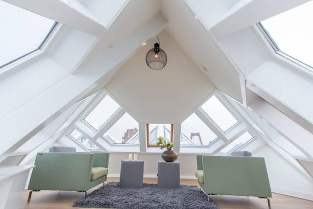 In der Spitze eines Kubus Hauses. Bildquelle: airbnb.com