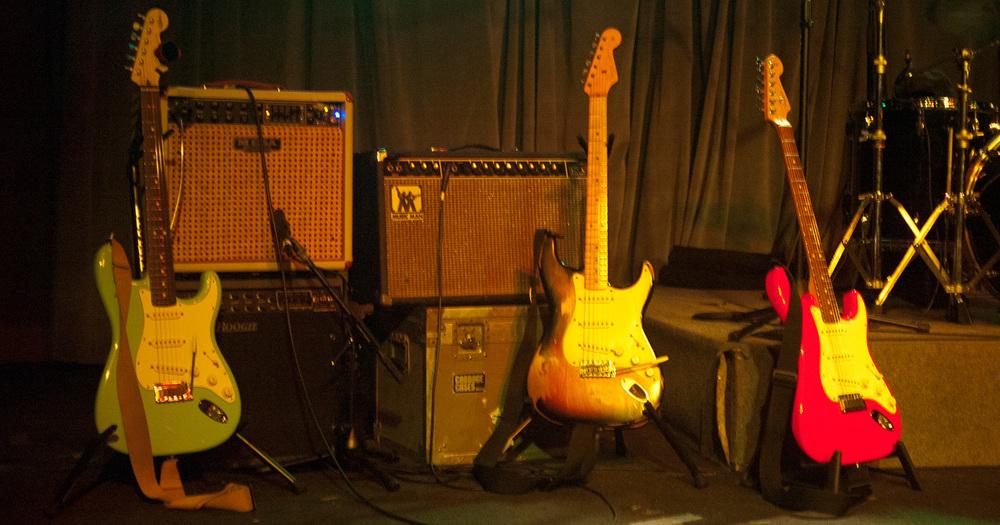 guitars-at-nov-8-2013-blind-tiger-pre-showDSC_2601.jpg