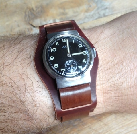 An unusual military-esque Kano watch on a Mahogany Bund with one-piece.