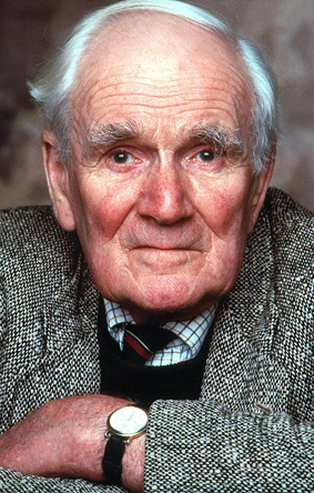 Desmond Llewelyn.  Bonus points if you can ID his watch.