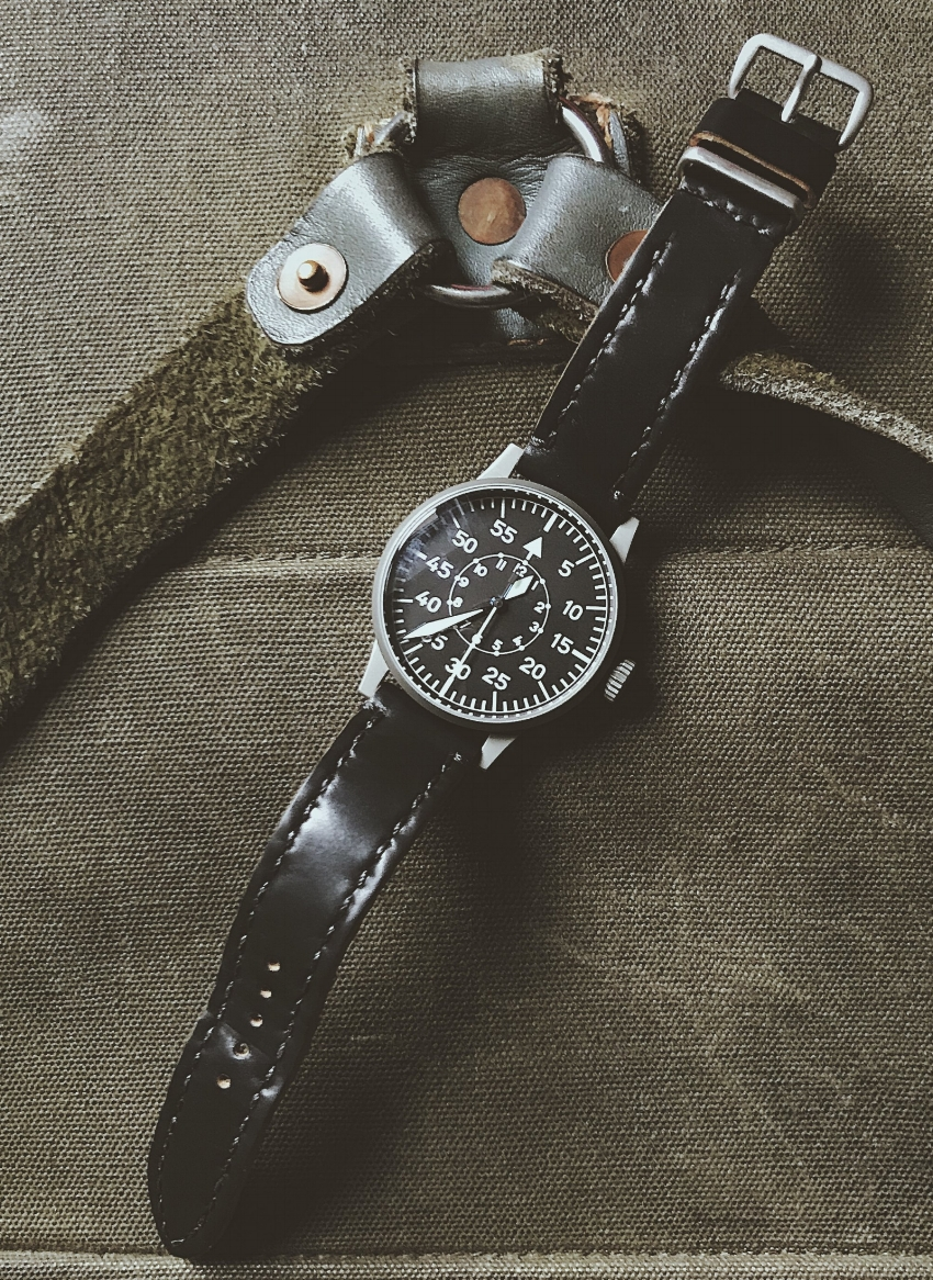 A fantastic Laco B-Type on a Black Arts & Crafts!