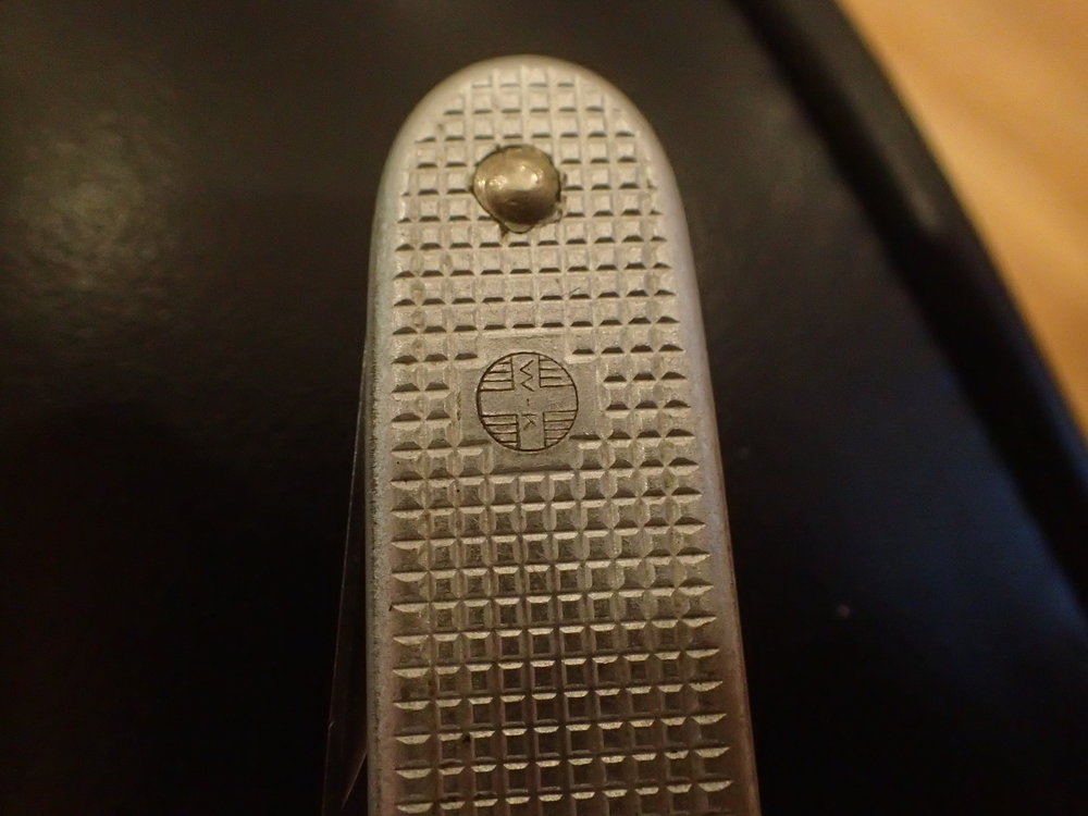 The vertically oriented W-K stamp of the version 3 knife. Here we see a 1976 SAK.