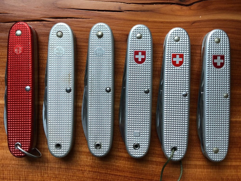 Most collectors will agree on six main versions of the Model 1961 SAK.