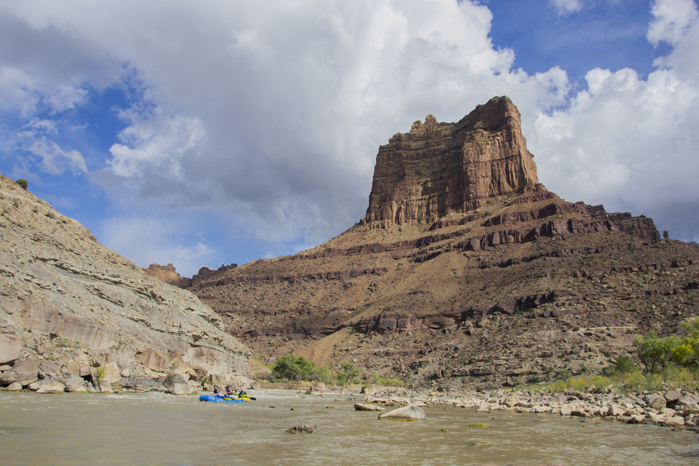 Rafters tackling a rapid in Desolation Canyon along the Green River in Utah. Photo by Taylor Reilly, 2016.