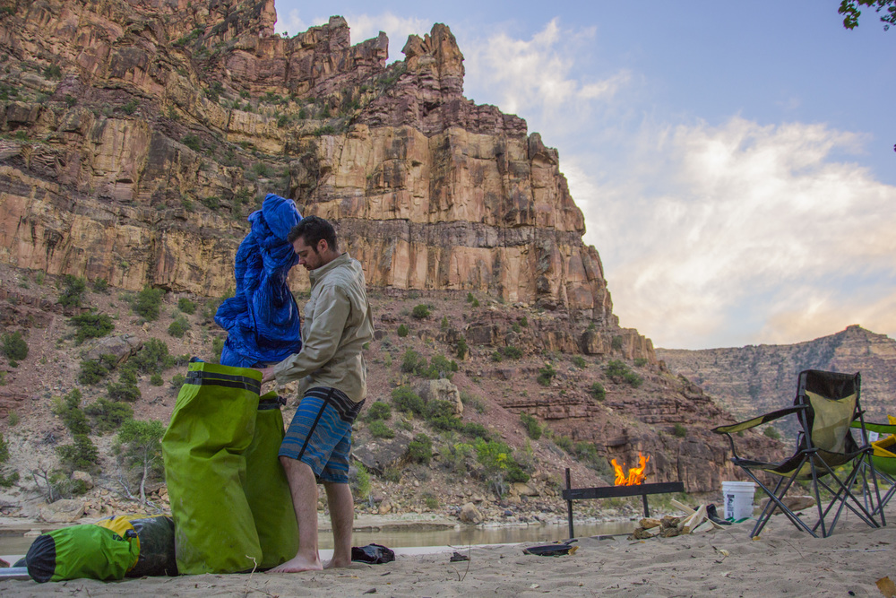 Setting up camp in Desolation Canyon, Utah. Photo by Taylor Reilly, 2016.