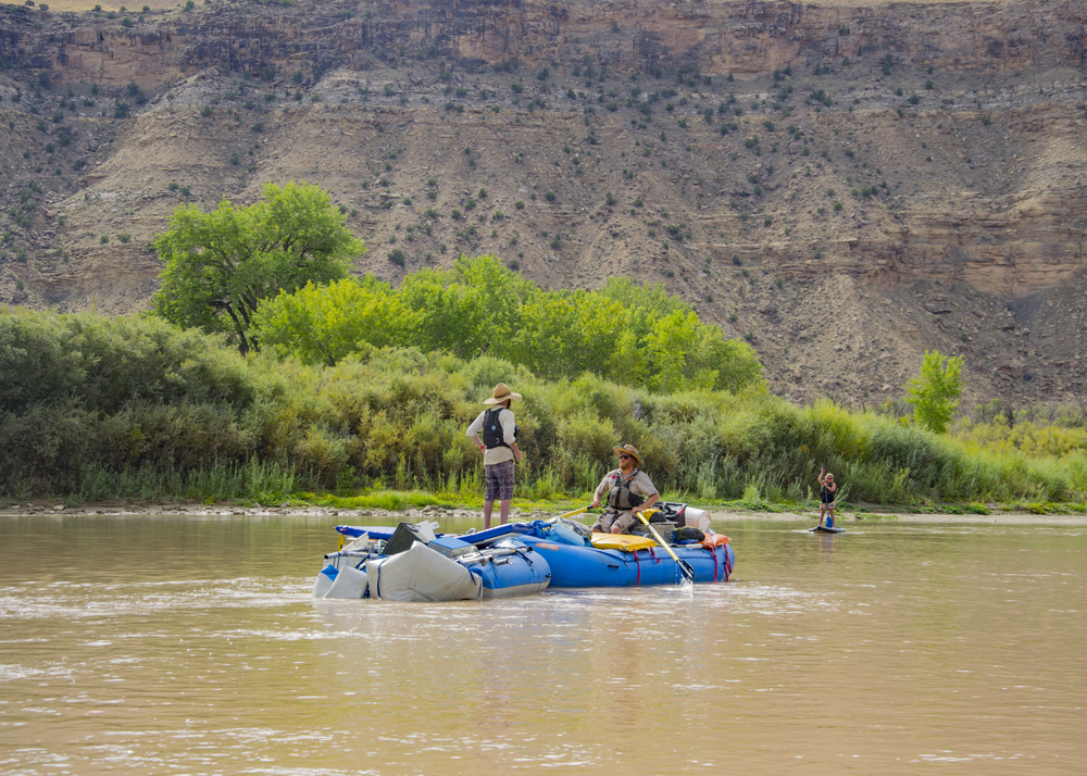 Rafters towing wrecked and mangled raft on the Green River, Utah. Photo by Taylor Reilly, 2016.