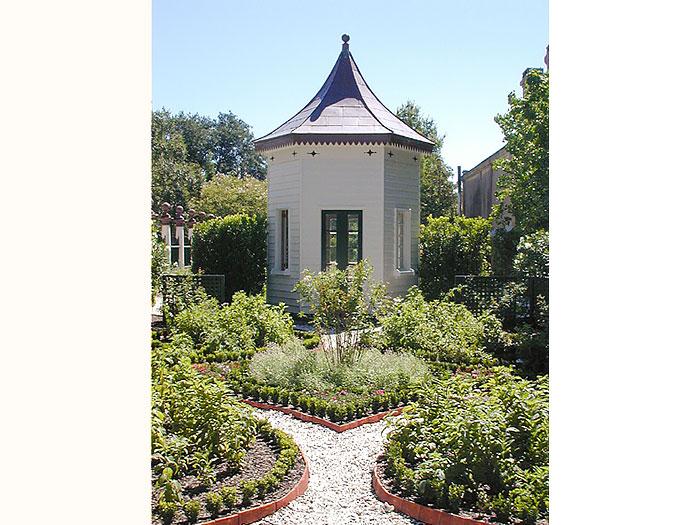 pine-garden-700x525.jpg