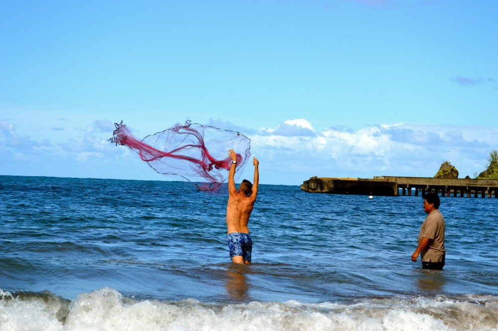Maui – Throw Net Fishing in Hana