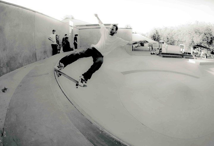 Mike Mason  Front tail at SeaSk8 Photo by Stas