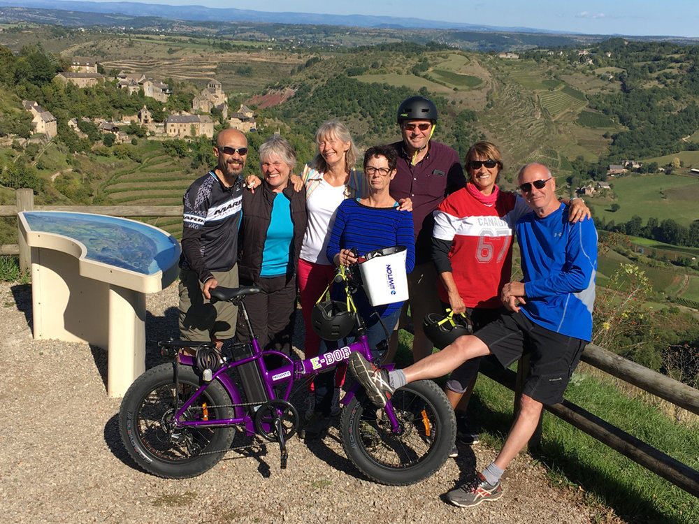 Left to right: Jack, Nadine, Véronique, Laura, Dan, Debbie and Ernie taking a well-deserved break during their bike trip. The photo was taken above Cassagnes-Comtaux ( see our story here ) where they admired the view before biking down meandering through the vineyards.
