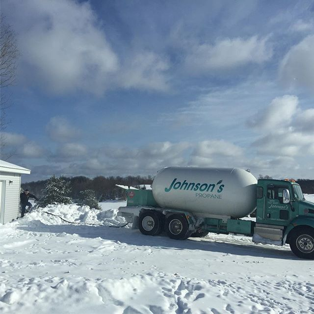 That glorious moment when you forget you live on a farm, you have to fill your own tank and it's almost empty. #frozentoes #emergencyheating  #frostbite #cityfolkinthecountry #puremichigan #snowfordays #damnitscold #gaylordmichigan Special thanks to #johnsonpropane for coming so fast @gaylordmichigan