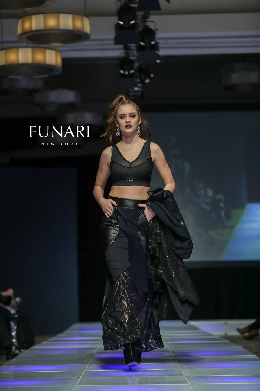 COUTURE LOGO JANLLE FUNARI MODEL BRE 2018CFW0210-1X2V6235.jpg