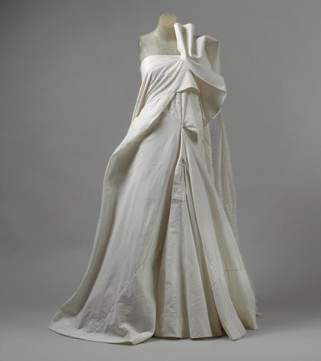 yohji_yamamoto_cotton-muslin_wedding-dress_2000.jpg