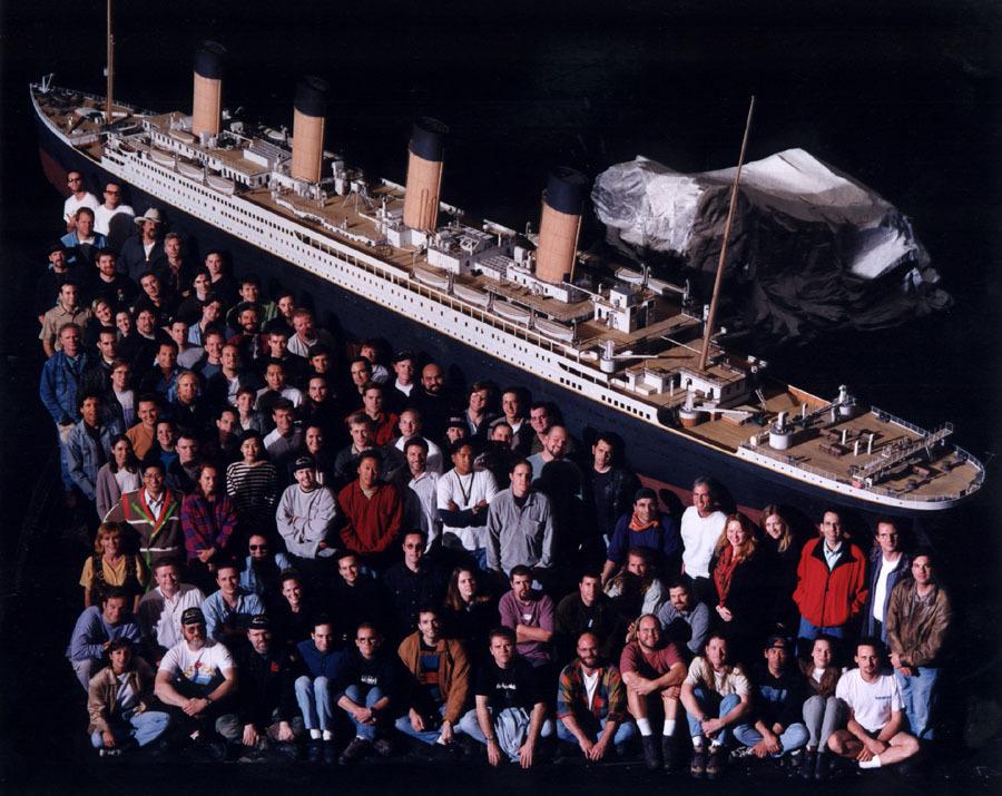 Titanic_crew.jpg