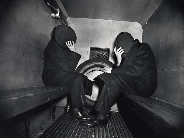 freshjive :      Weegee: Photos of the Naked City   original article 2012