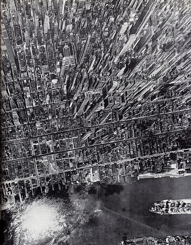 exterra :     aerial view of midtown manhattan looking west from east river july 1944 (by  eralsoto )