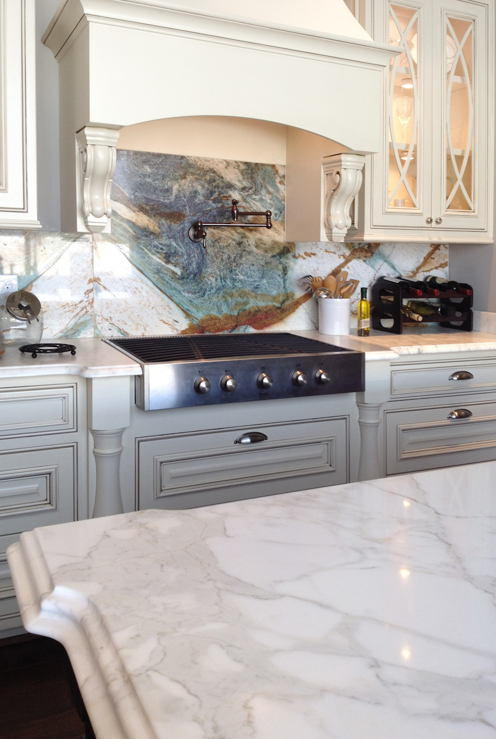 The natural stone backsplash in this kitchen is truly a work of art. Photo:  Stone Interiors