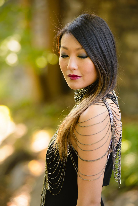 blackdress_neckpiece2.jpg