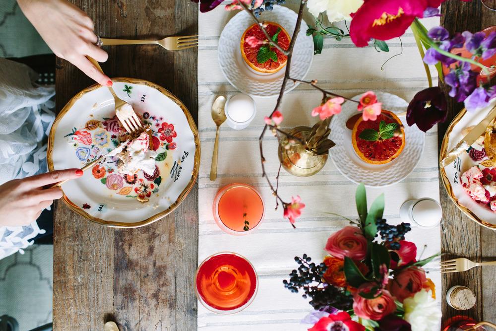 freutcake.com / marycostaphotography.com / blog.anthropologie.com