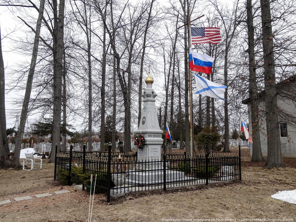 Monument ter nagedachtenis aan generaal Andrej Vlasov en het Russisch Bevrijdingsleger