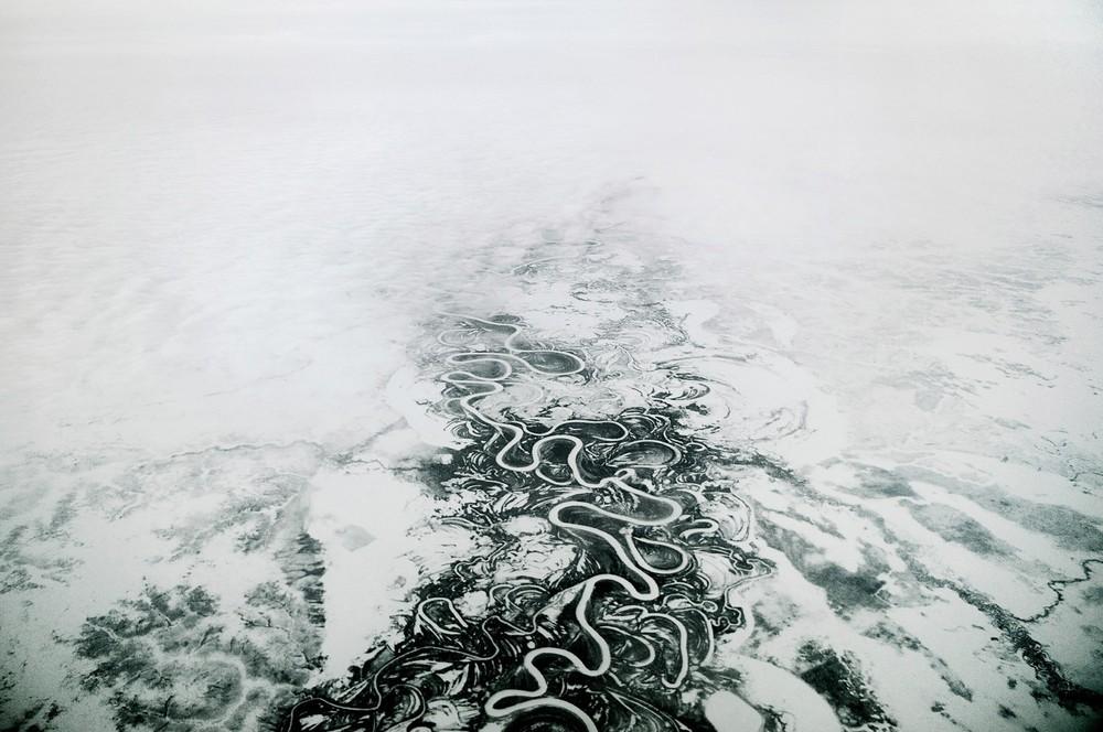 Norilsk ligt 400 km boven de Poolcirkel en heeft geen vaste verbinding via de grond met de rest van Rusland, dat de inwoners het 'vasteland' noemen.