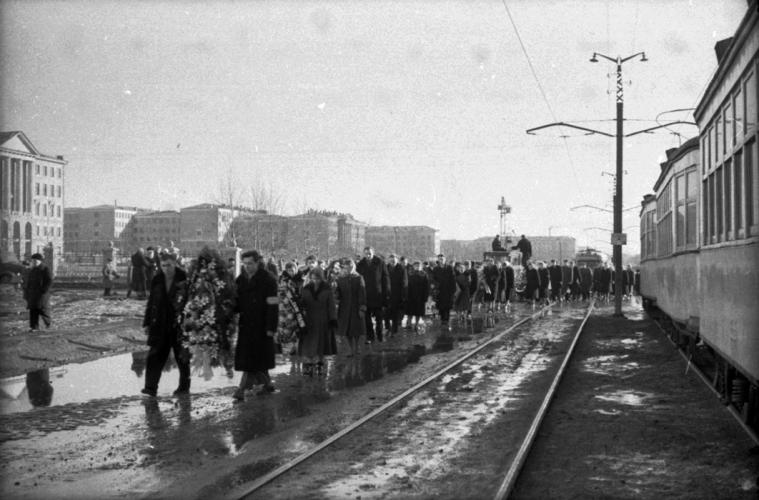 De begrafenis van vier expeditieleden van de Djatlov-groep. Sverdlovsk, 9 maart 1959.