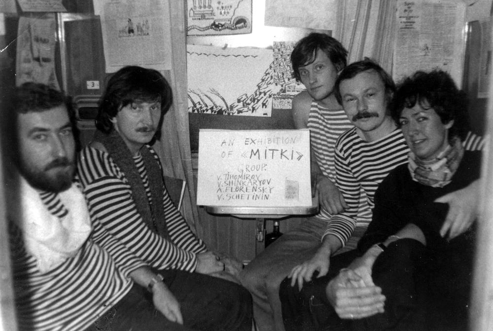Mitki-tentoonstelling in een coupé van de Transiberië Express. Tweede van rechts: Sjinkarjov (1988)