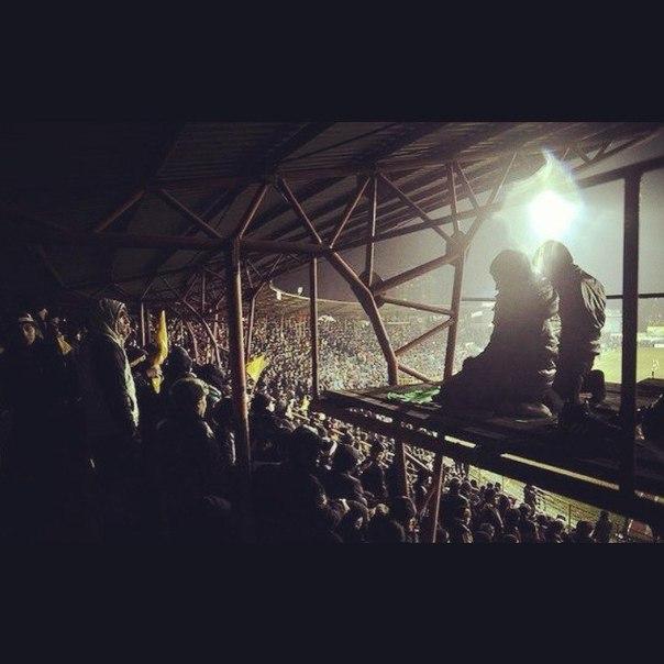 voetbal Anzji bidden op de tribune