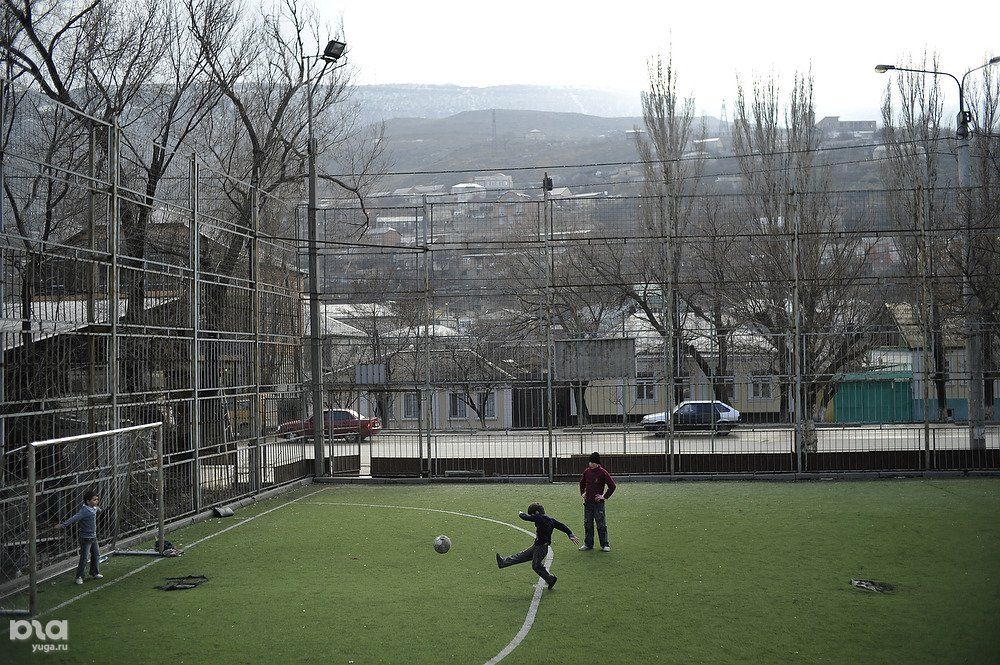Russisch voetbal Anzji training kunstgras