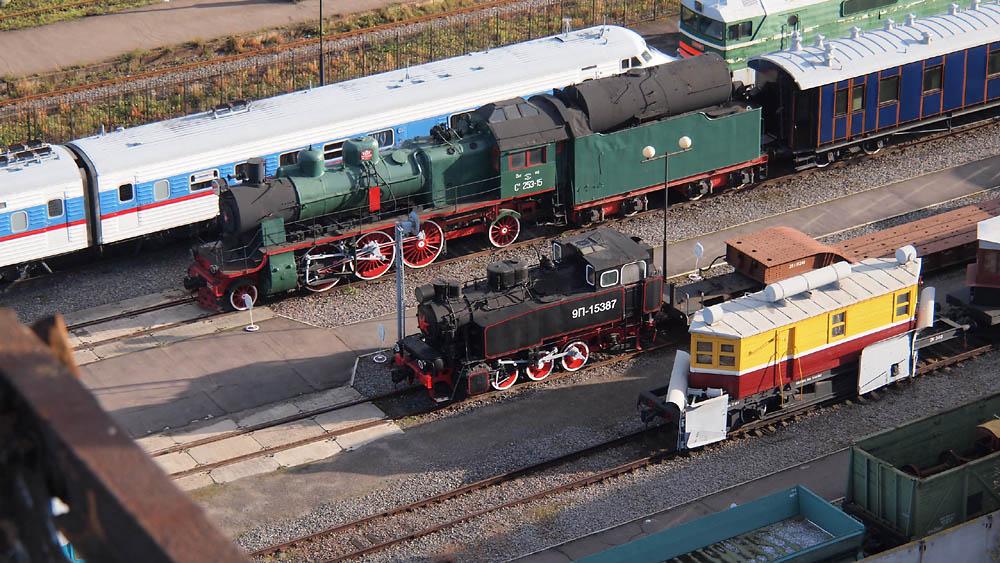 Russische stoomlocomotief spoorwegen treinstellen