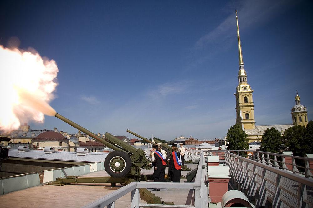Peter en Paul vesting kanon kanonschot Sint-Petersburg