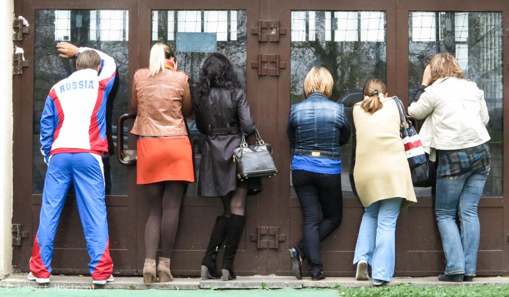 Selectiedag bij Dinamo Moskou. De ouders mogen niet naar binnen.