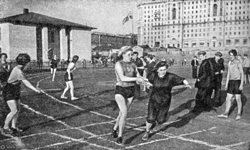 De atletiekbaan van Hamer en Sikkel