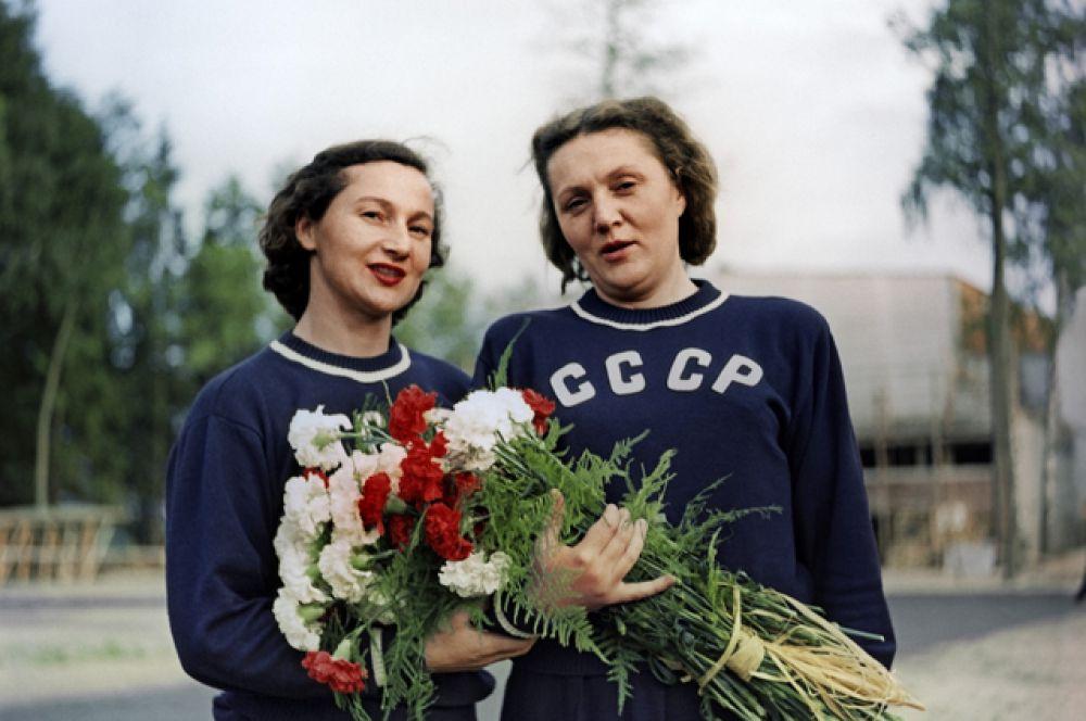 Turnster Marija Gorochovskaja en discuswerpster Nina Ponomareva